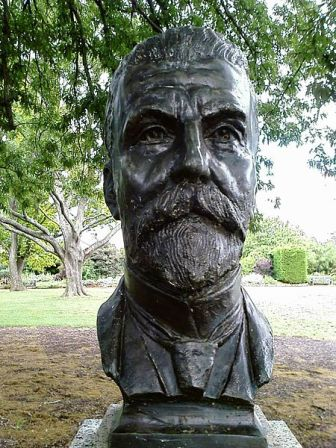 Facts about Alfred Deakin - Bust statue