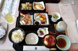 Japanese cuisine (Tempura, sashimi, pickles, and misosuppe)