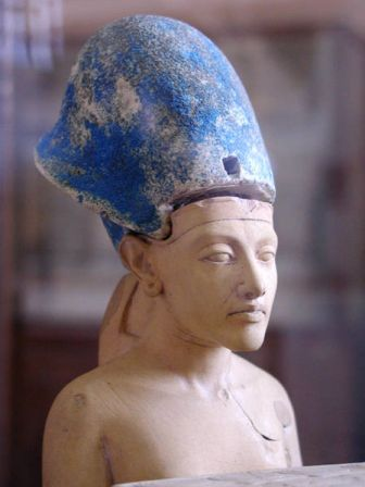 Facts about Akhenaten - Akhenaten wearing blue crown of war