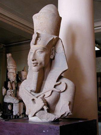 Facts about Akhenaten - Statue of Akhenaten