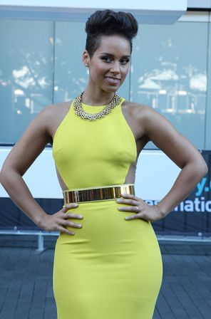 Facts about Alicia Keys - Pose