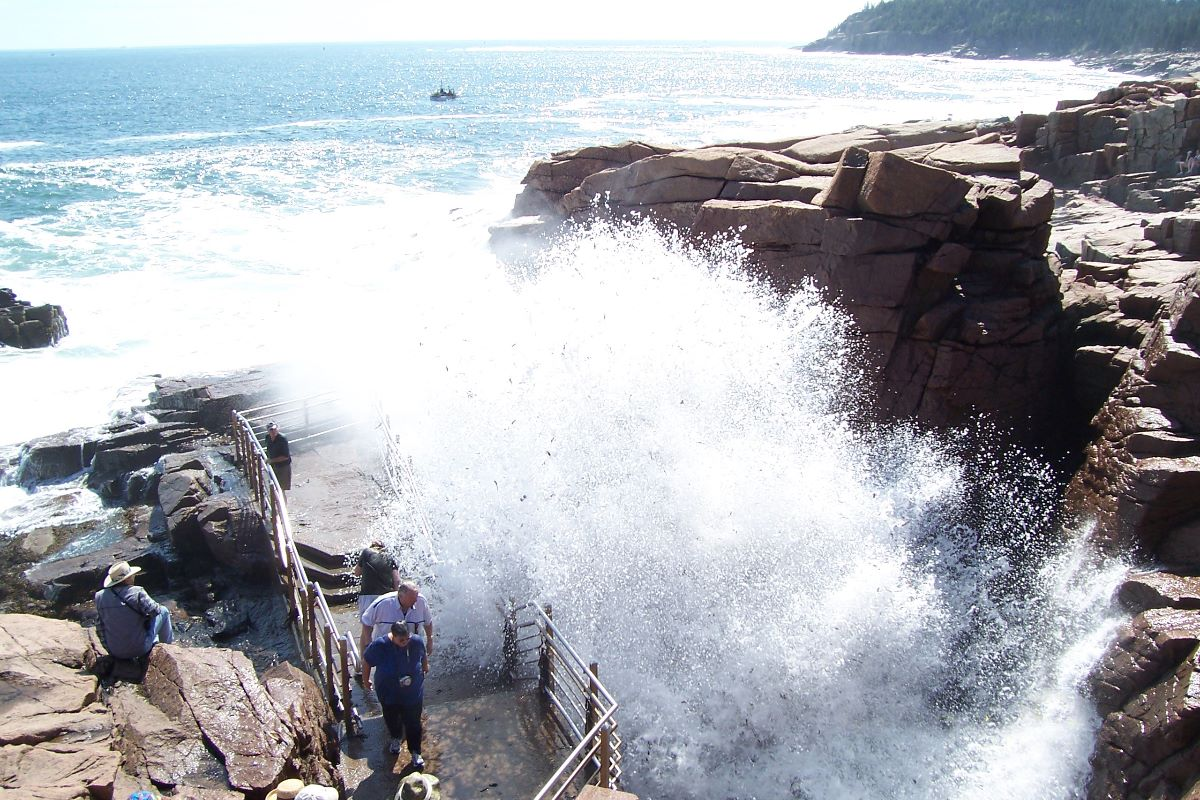 10 interesting facts about acadia national park 10 for Thunder hole acadia