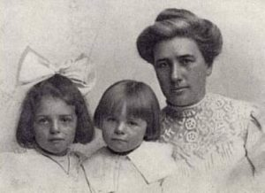 Bess Maddern and her two daughter